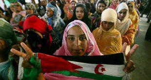 A Sahrawi refugee carries a flag of the Democratic Arab Republic of Sahara. MOHAMED MESSARA/EPA